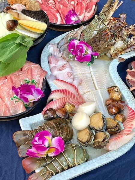 【星八鍋】獨特剝皮辣椒鮮甜火鍋|浮誇龍蝦海鮮盤